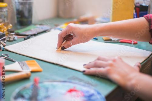 Pinturas sobre lienzo  woman at drawing lesson