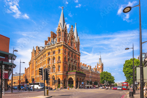Photo sur Aluminium Con. Antique St. Pancras Renaissance hotel in London, uk