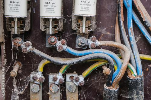 alte elektrische Anlage mit NH Sicherungen fehlender Berührungsschutz Canvas Print