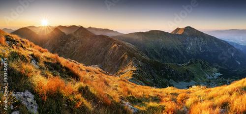 Fototapeta jesień   mountain-sunset-in-slovakia-mountain-rohace-tatras-panorama