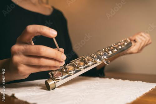 Pinturas sobre lienzo  Fixing Flute Keys, Flute Maintenance