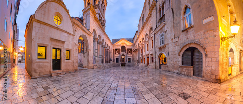 Foto auf Leinwand Altes Gebaude Panoramic view of Peristyle, central square within Diocletian Palace in Old Town of Split, the second largest city of Croatia in the morning