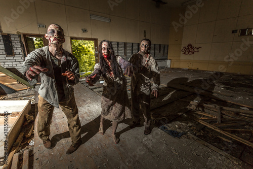 Photo Zombies attack in an abandoned dark building