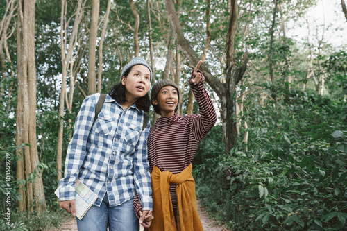 Vászonkép Asian family with a mother and daughter traveling to study the natural path