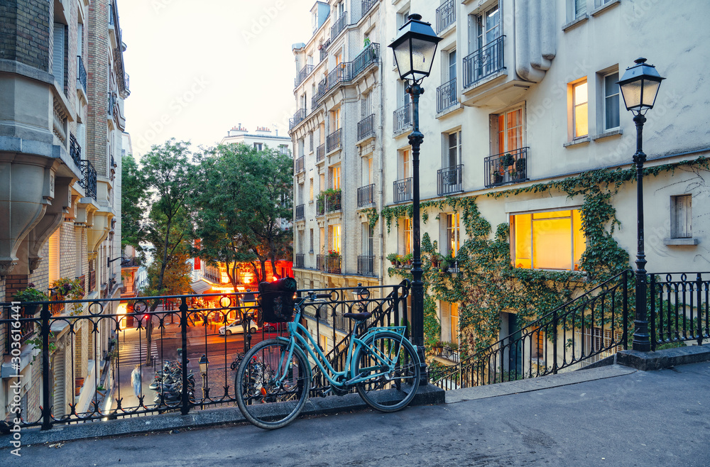 Fototapety, obrazy: Bike and staircase in Montmartre, Paris