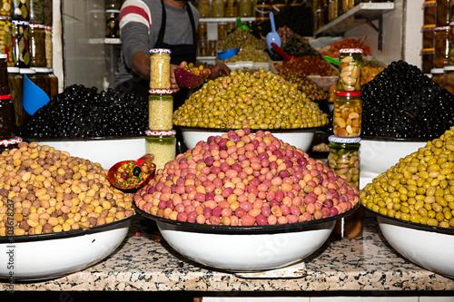 Photo Venta de aceitunas en mercado.