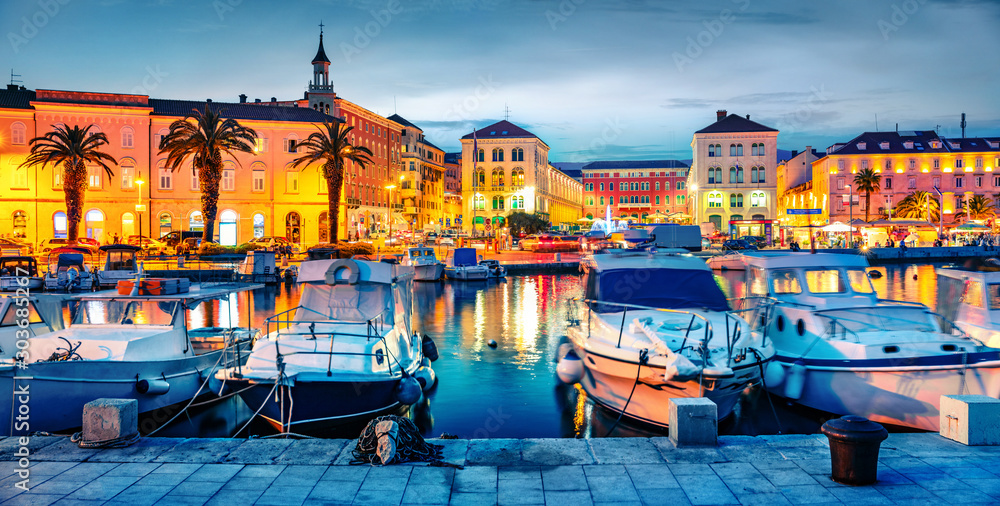Fototapeta Colorful evening cityscape of Split town.Splendid summer sunset in Croatia, Europe. Beautiful world of Mediterranean countries. Traveling concept background.