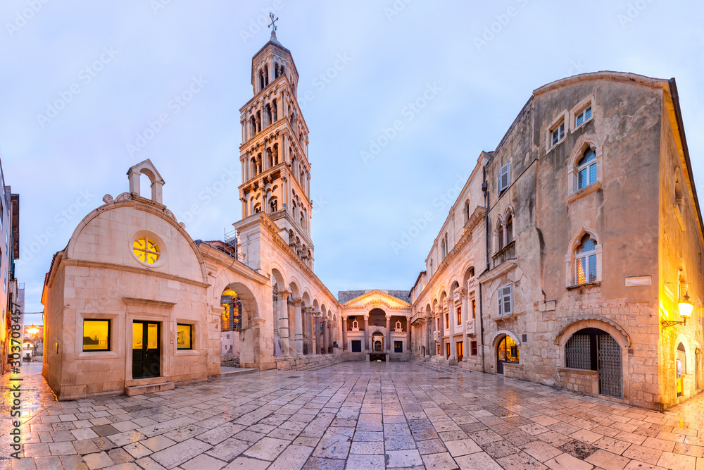 Fototapeta Panoramic view of Saint Domnius Cathedral in Diocletian Palace in Old Town of Split, the second largest city of Croatia in the morning