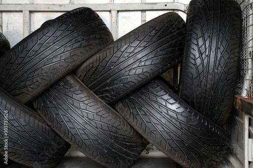 Papiers peints Navire Brand new car's tires
