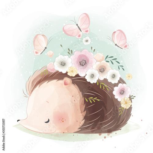uroczy-jez-z-kwiatowym-gniazdem-na-swoim