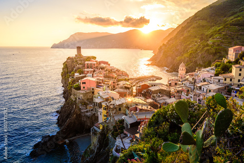 Autocollant pour porte Europe du Nord Vernazza - Village of Cinque Terre National Park at Coast of Italy. Beautiful colors at sunset. Province of La Spezia, Liguria, in the north of Italy - Travel destination and attraction in Europe.