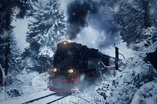 historical-steam-locomotive-struggles-in-the-dark-through-snow-and-storm-to-the-mountain-brocken