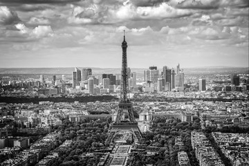 Obraz na Szkle Paryż Aerial scenic view of Paris with the Eiffel tower and la Defense business district skyline, black and white