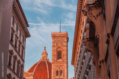 Foto auf AluDibond Schokobraun Florence August 4, 2015: Cathedral of Santa Maria de Fiore in Florence