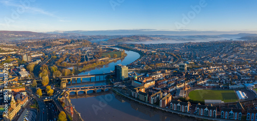 Foto  An aerial view at sunrise of Newport city centre, south wales United Kingdom, ta