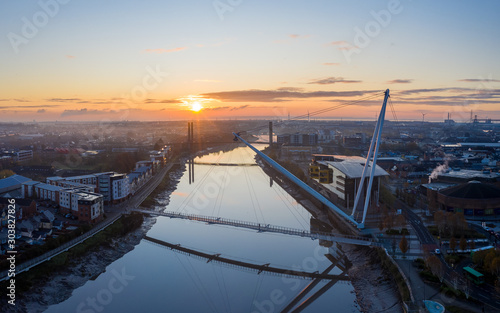 Fotografía An aerial view at sunrise of Newport city centre, south wales United Kingdom, ta