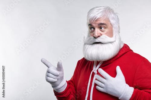 Fotografía  Portrait of a Santa Claus in sportsware