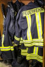 Feuerwehrbekleidung, Anzüge, ...