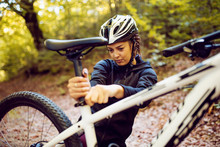 Woman Cyclist Set Up Bicycle S...