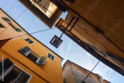 Photo Narrow space between old italian buildings, Albenga, Italy