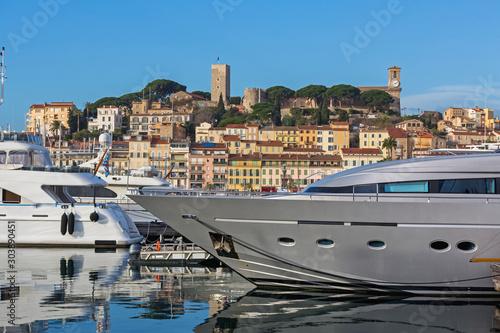 Srebrny Jacht Cannes