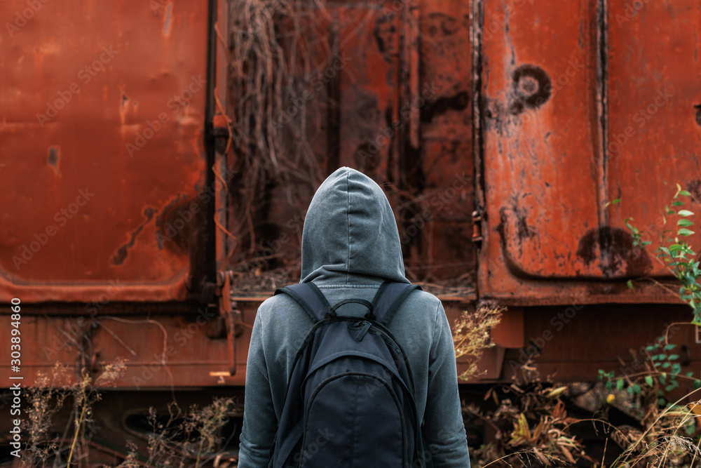 Fototapety, obrazy: Homeless woman with backpack getting away from it all