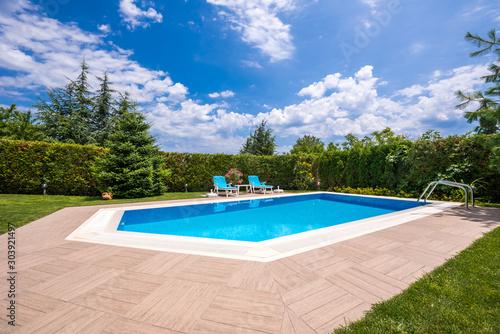 Obraz swimming pool at home - fototapety do salonu