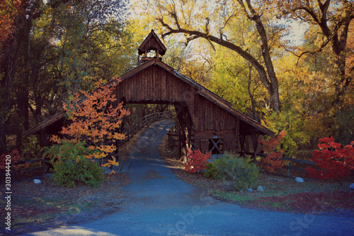 Photo Covered Bridge in the fall
