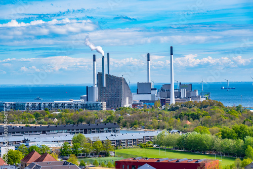 Pinturas sobre lienzo  View of Amager Bakke factory with skiing slope on the rooftop in Copenhagen, Den