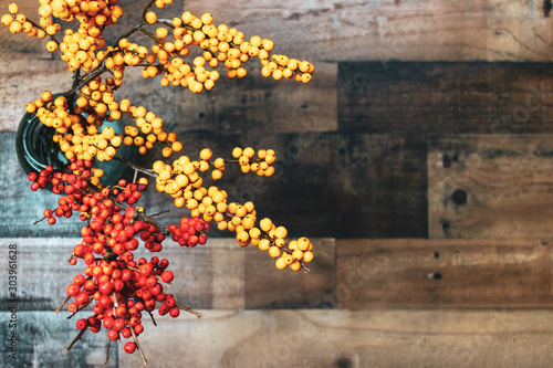 Photo Yellow and orange berries on rustic wood background