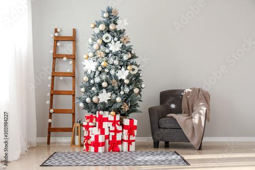 Fototapeta Interior of room with decorated Christmas tree obraz