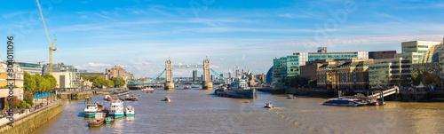 Fotografiet Tower Bridge and HMS Belfast warship in London