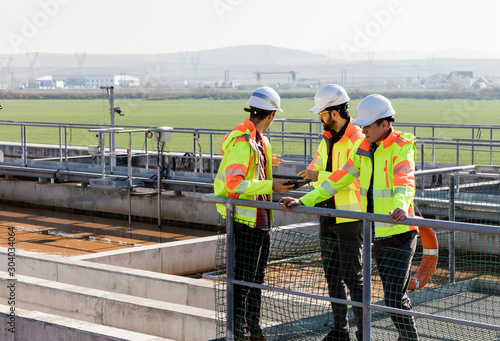 Engineers assesing wastewater plant Canvas-taulu