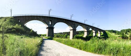 Foto auf AluDibond Pistazie Stone bridge across the river on a sunny day
