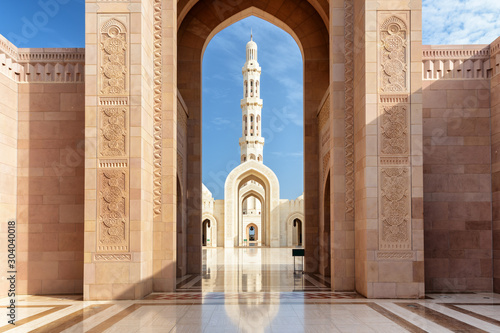 Fototapeta View of minaret through arches of Sultan Qaboos Grand Mosque