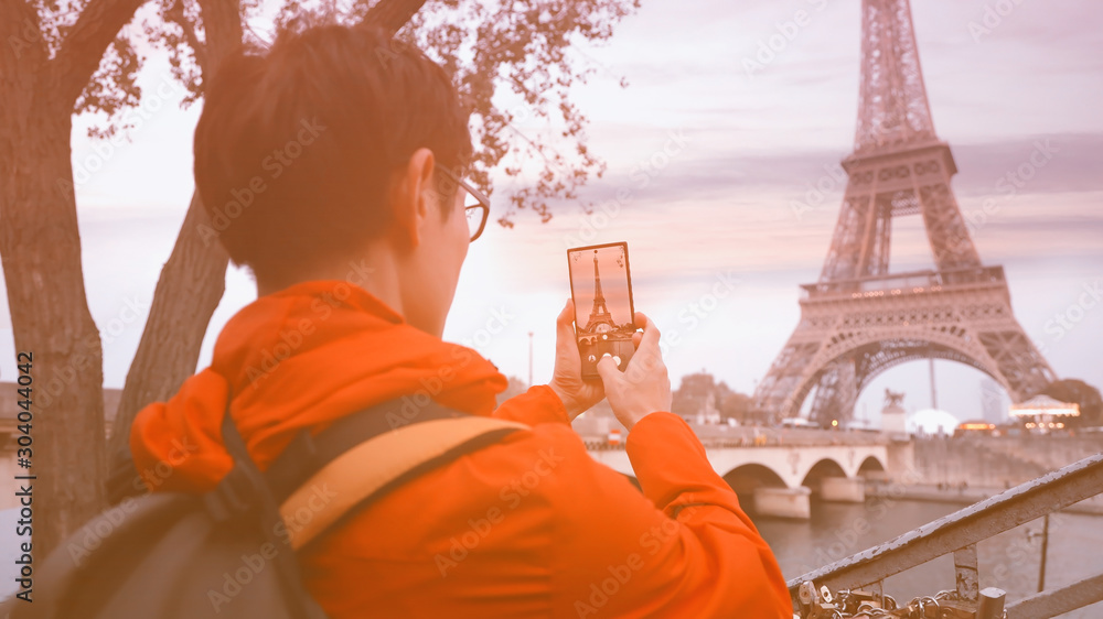 Fototapety, obrazy: Travel tourist  which  he's a take a picture by smartphone at Eiffel tower, Paris. France
