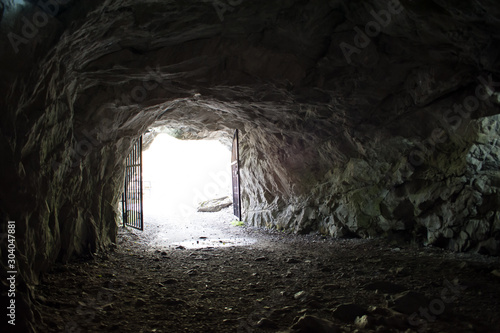Foto auf Leinwand Schwarz Entrance from the rocky cave