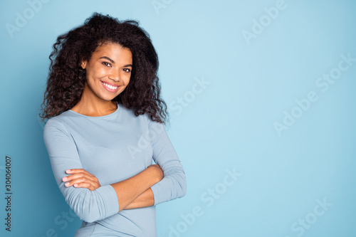 Fotomural  Photo of cheerful cute nice pretty charming youngster with arms crossed smiling