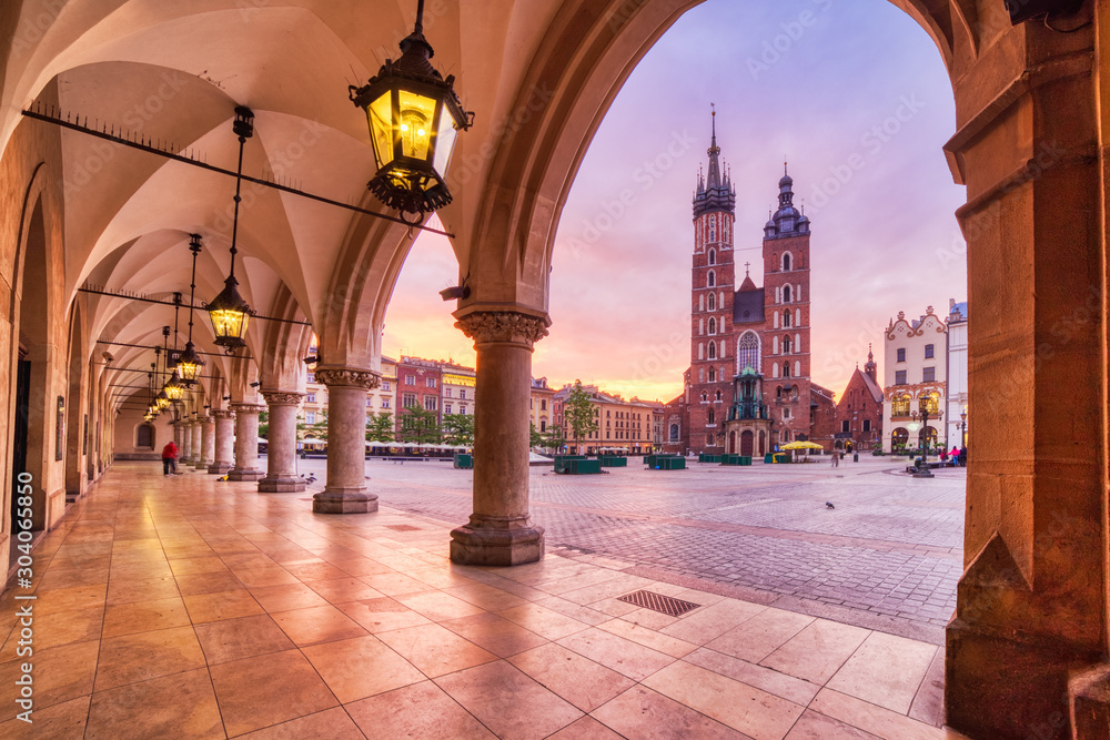 Fototapety, obrazy: St. Mary's Basilica on the Krakow Main Square at Sunrise, Krakow, Krakow