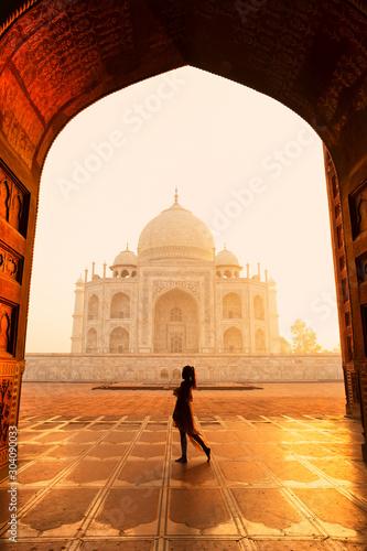 Obraz Silhouette unidentified woman tourist walking near Taj Mahal in Agra India. - fototapety do salonu