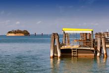 Fermata Di Vaporetto Con Ottagono Nella Laguna Di Venezia