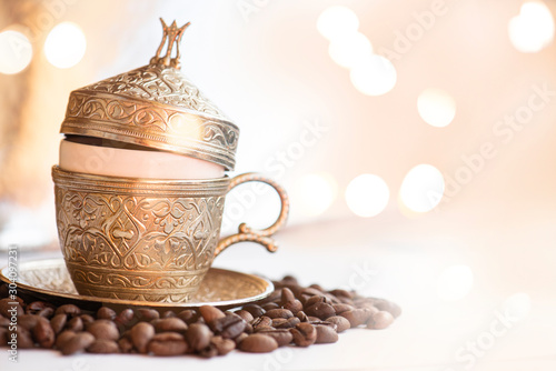 Foto op Plexiglas koffiebar Traditional turkish coffee cup and black coffee beans ,on the abstract glitter background.