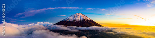 Fotografie, Obraz Beautiful scenic landscape of mountain Fuji or Fujisan in Yamanashi Prefecture,