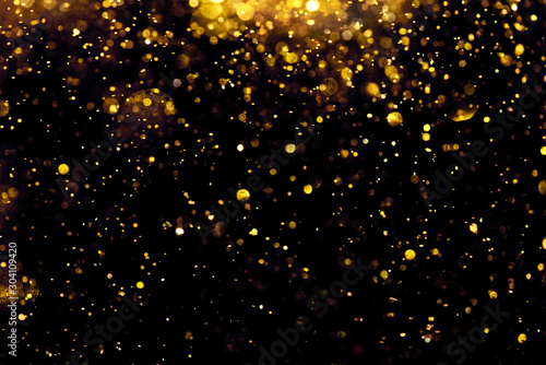 Fotografía  golden glitter bokeh lighting texture Blurred abstract background for birthday,