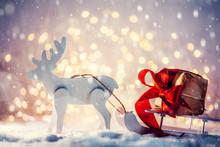 Toy Sleigh With A Christmas Gi...