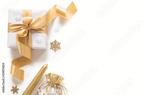 Fototapeta Christmas decorations in gold colors on white background obraz na płótnie