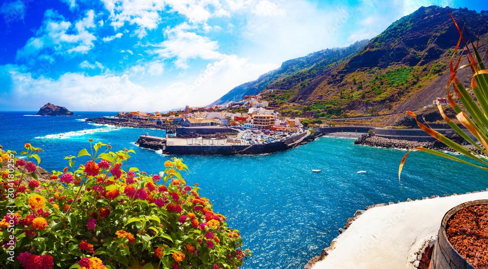 Fototapeta Tenerife island scenery.Ocean and beautiful stone,Garachico beach.Nature scenic seascape in Canary Island.Landscape in Garachico village