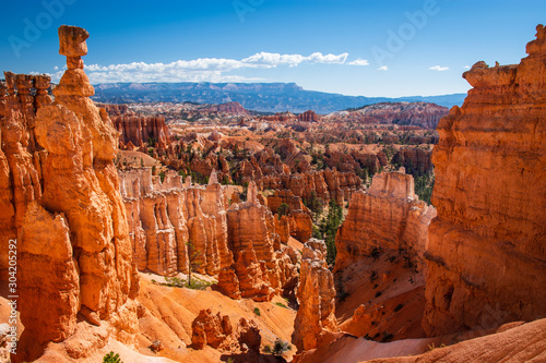 Canvas Print Bryce Canyon National Park at Navajo Loop Trail, Utah, USA