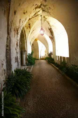Photo  alley with light in castle in Lisabon, Portugal