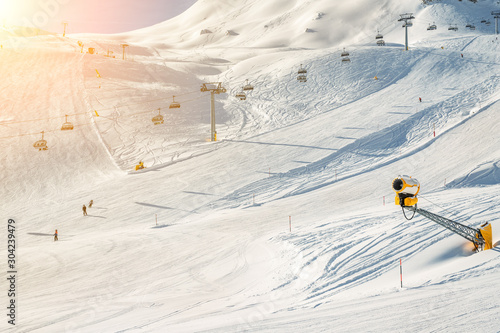 Fotografering Ski lift ropeway on hilghland alpine mountain winter resort on bright sunny day